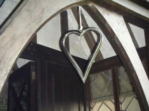 Single heart hanging